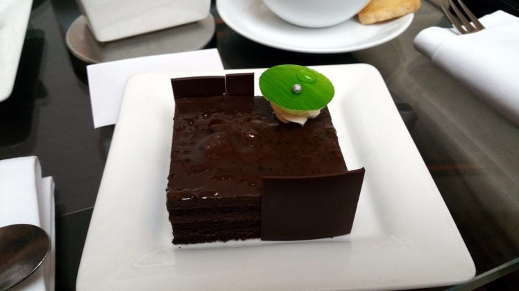 SEO Singapore Consultant ate Chocolate Peppermint Cake at Lobby Court Swissotel Singapore