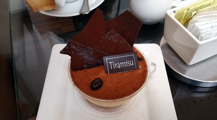 SEO Singapore Consultant's friend, Joe, had Tiramisu at Lobby Court Swissotel Singapore